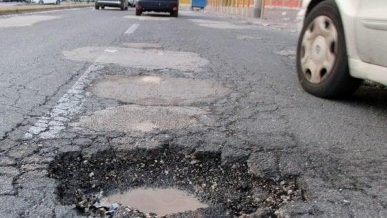 Strade finanziate dai fondi regionali: pioggia di finanziamenti a Salerno, a Napoli solo l'1 per cento