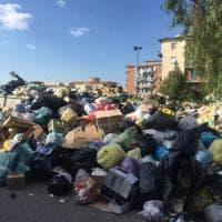 Emergenza rifiuti nel Napoletano, cumuli incendiati