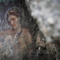 Leda e il rapporto sessuale con il cigno-Zeus: a Pompei affiora un