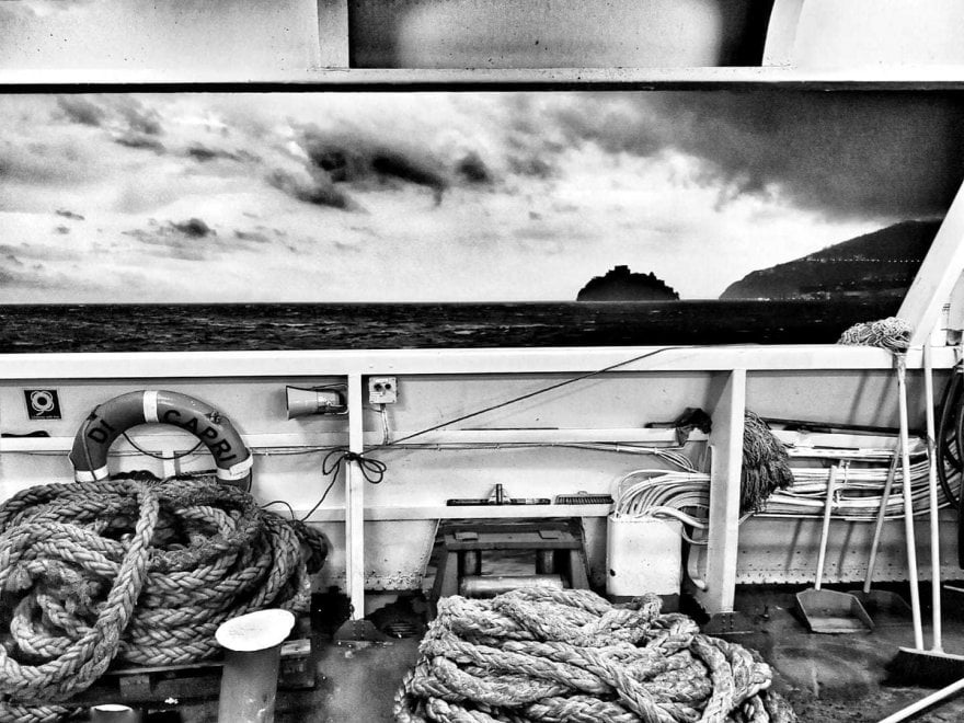 Maltempo sull'isola, la suggestione di Ischia in bianco e nero