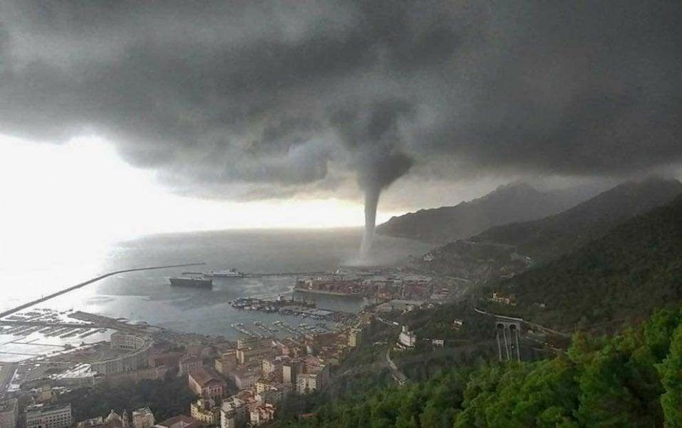 Maltempo, tromba d'aria a Salerno