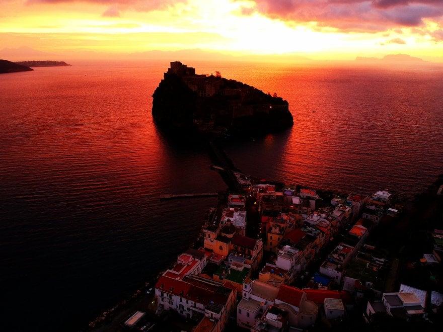 Ischia, l'alba dal drone è un incanto