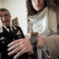 Napoli, arriva uno smartwatch contro la violenza sulle donne