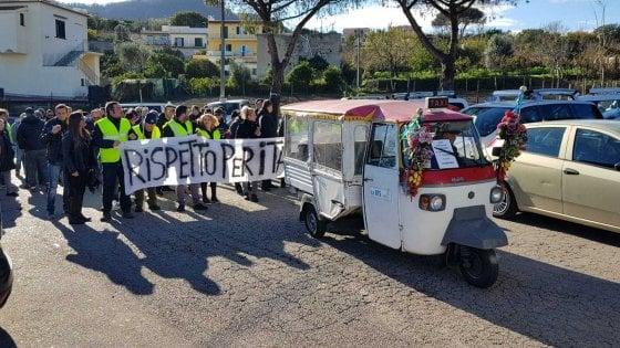 """Ischia, taxi in sciopero: """"Più rispetto per la nostra categoria"""""""