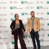 Il regista De Angelis e l'attrice