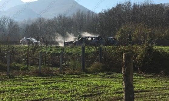Assalto a tre portavalori, fiamme e conflitto a fuoco: far west sul raccordo Avellino-Salerno