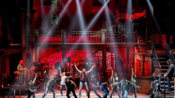 Musicanti: la nuova favola del teatro italiano, con le canzoni di Pino Daniele