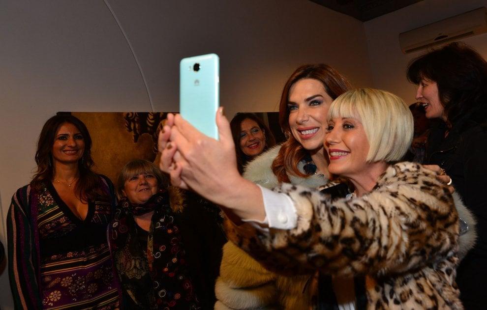 "Veronica Maya inaugura ""Arte Salerno 2018"""