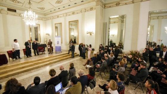 La Guida di Repubblica al Teatro San Carlo: folla nel foyer per le eccellenze della Campania