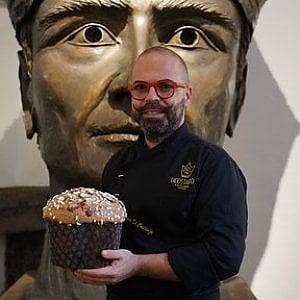 """Nell'atelier di Lello Esposito il """"dolce"""" Pulcinella di Mario Di Costanzo"""