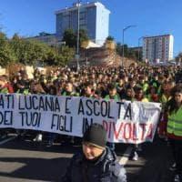 Potenza, studenti in gilet gialli contro il governo regionale