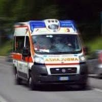 Lancio di pietre contro treno nel Napoletano: donna ferita