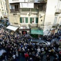 Napoli, abbraccio in chiesa tra figli del commerciante morto di infarto e del rapinatore