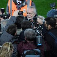 Liverpool, De Laurentiis conquista la scena e promette: