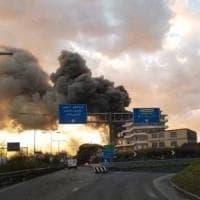 A fuoco una sala ricevimenti di Casoria, viabilità in tilt