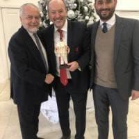 Liverpool-Napoli, De Laurentiis ha donato un Pulcinella ai Reds