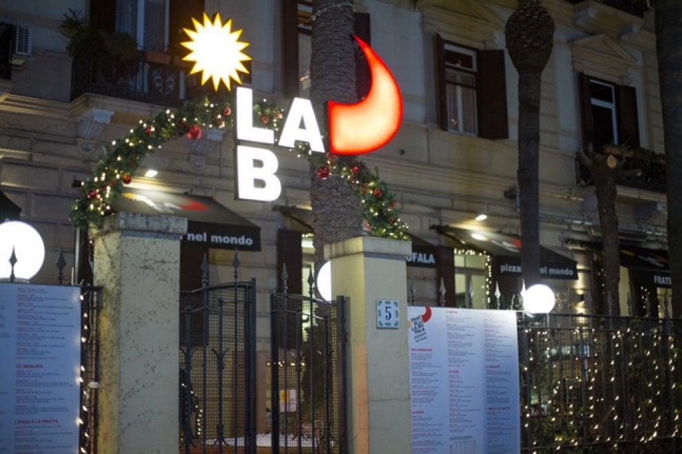 Fratelli La Bufala, folla all'inaugurazione del ristorante a Mergellina