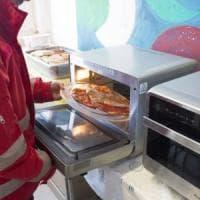 Natale: domani a Napoli pranzo solidale promosso dalla Cri