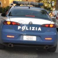 Napoli, aggredisce una donna nel portone di casa e tenta di violentarla