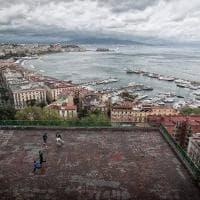 """""""Football everywhere"""", la foto virale che racconta il legame di Napoli col calcio"""