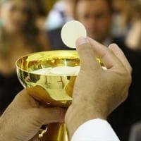 Vescovo irpino celebra la messa, i ladri gli svaligiano casa