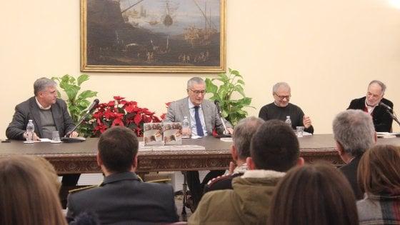 """Un libro con le storie delle vittime innocenti, presentato in Regione """"La sedia vuota"""""""