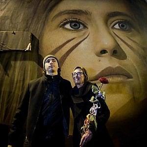 De Luca strappa lo street artist Jorit a de Magistris per Scampia