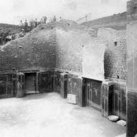 Da simbolo dei crolli a segno di rinascita: la fotostoria della Casa dei gladiatori a Pompei