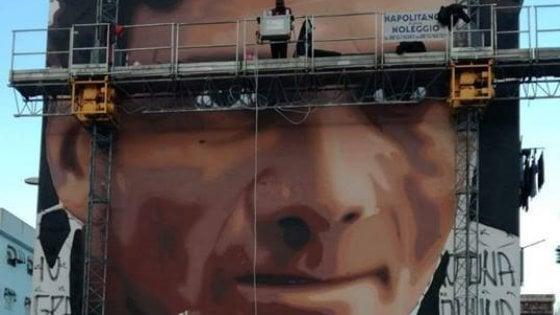 Scampia due maxi murales: chi arriva troverà Pasolini e Angela Davis