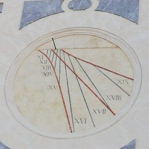Restaurato l'antico orologio solare di San Martino: torna a misurare il tempo dopo oltre un secolo