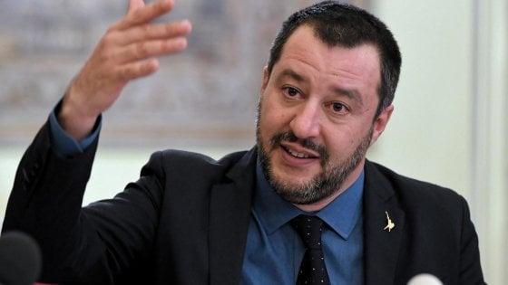 """Cori razzisti, Salvini all'attacco: """"Il Napoli fa male se si ferma"""""""
