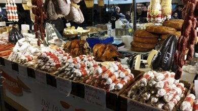 Napoli, polemiche per la sagra della porchetta in via Toledo