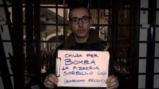 """Bomba contro l'ingresso della storica pizzeria Sorbillo a Napoli, il titolare: """"Andiamo avanti"""". Arriva Salvini"""