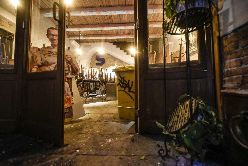 Napoli, bomba nella pizzeria di Sorbillo: shock nel quartiere