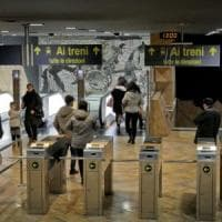 Napoli, gang aziona i freni sulla metro: è caos