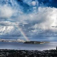 Un arcobaleno nel cuore del golfo di Napoli