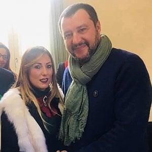 Salvini, ad Afragola selfie con l'assessora moglie di indagato per concorso esterno