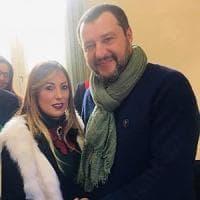 Salvini, ad Afragola selfie con l'assessora moglie di indagato per concorso