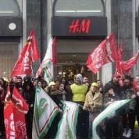 H&M, scade il contratto di fitto in via Toledo, protestano i lavoratori: