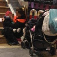 Napoli, sfruttavano bimba di 18 mesi per accattonaggio: denunciati i genitori