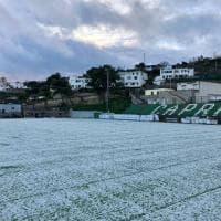 Capri, campo sportivo imbiancato dopo la grandinata