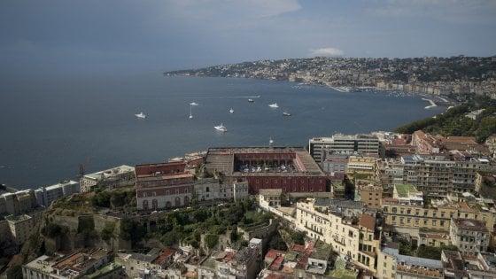 Napoli, scuola militare nella caserma Bixio: i pacifisti attaccano de Magistris