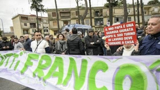 Napoli, 16 anni e sei mesi ciascuno ai tre minori che uccisero il vigilante a bastonate
