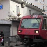Castellammare: treno guasto alla Circum di via Nocera, ultrà lanciano petardi sui binari