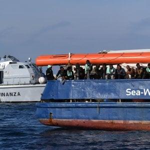 """Migranti, de Magistris: """"Di Maio non può decidere il sequestro della nave"""""""