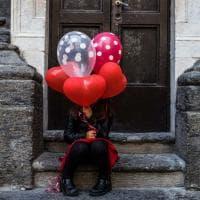 Scoprire Napoli coi palloncini: il viaggio romantico della piccola Sara