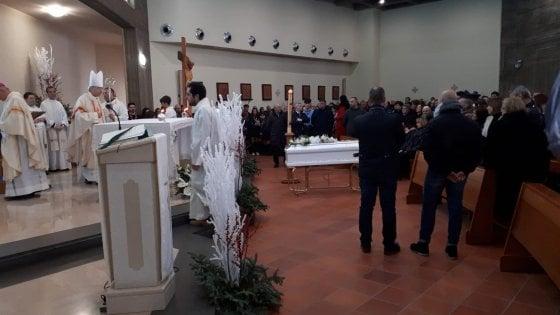"""Bimbo ucciso a Cardito, ultimo saluto a Giuseppe: """"La tua morte sfregio all'umanità"""""""