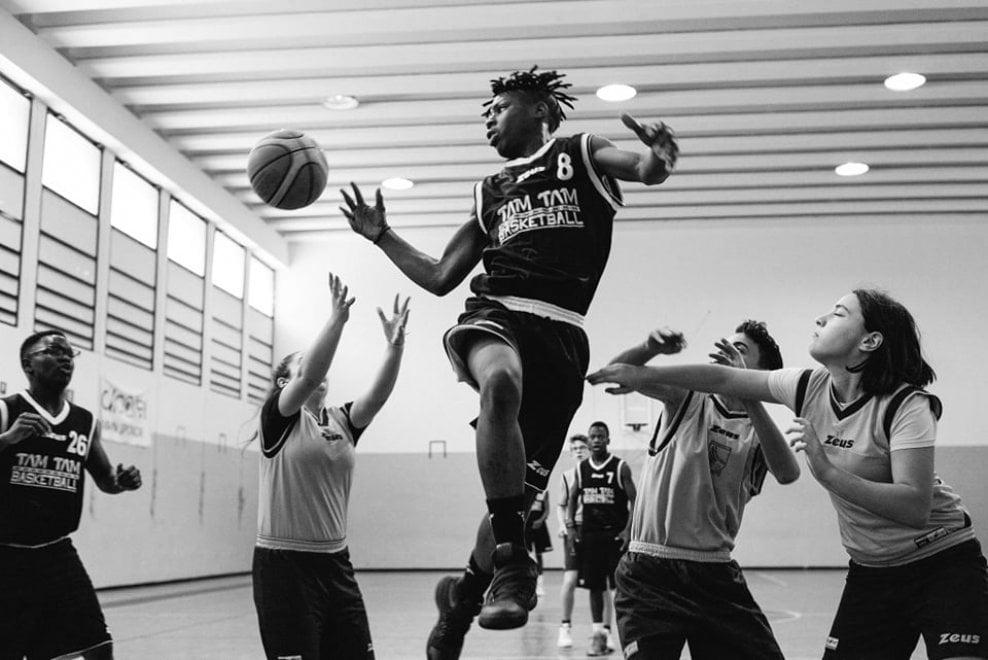 Castel Volturno, il progetto fotografico che racconta i giovani immigrati del basket
