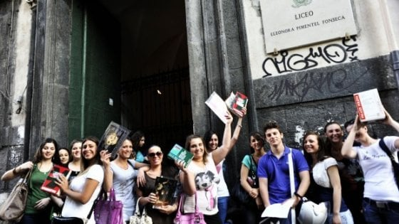 Napoli, iscrizioni al liceo Fonseca il preside Gallo dice no a duecento studenti