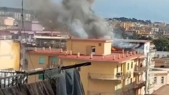 Appartamento in fiamme a Torre del Greco, a causare l'incendio è una stufa a pellet